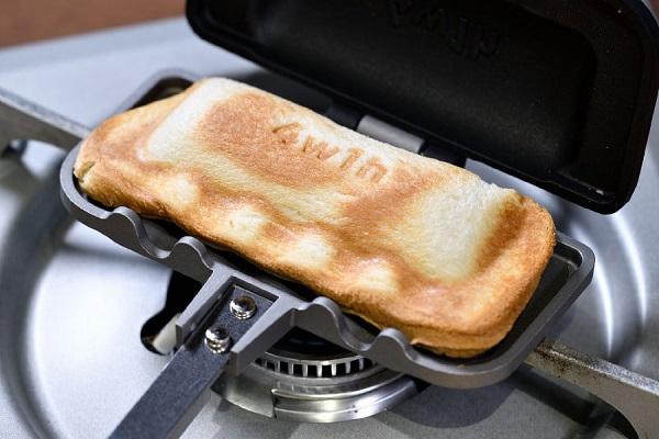 食パン1枚で作れる「ホットサンドメーカー」が話題!キッチンツールを再編集する異業種チームのものづくりとは