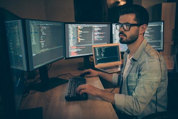 習得したいプログラミング言語No.1。初心者向けのオンライン講座「Python入門」8月スタート