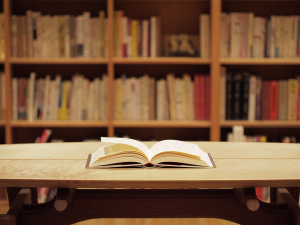 """リアル書店で本を購入後、著者や読者と対話を楽しむオンライン読書会へ参加ができる""""書店連動企画""""が始動"""