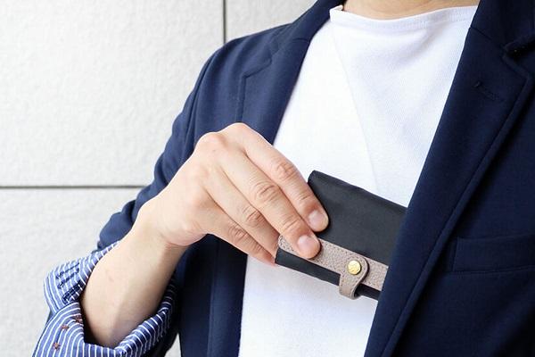 スマートでおしゃれな「大人のマスク入れ」に「立体マスク用」が登場!胸ポケットに入るコンパクトサイズ