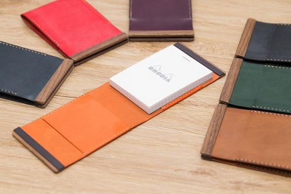 気分を上げる本革・手縫いの「メモ帳カバー」登場!上側で開閉、日々の気持ちが少しでも上がるようデザイン