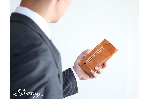 キャッシュレス時代の「極小長財布」登場、紙幣を折らずに20枚収納&ワンアクションでスマートに支払い