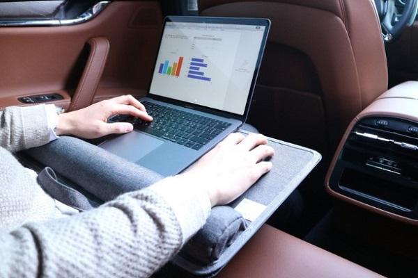 テレワーク時代のビジネスマンへ、バッグ感覚で持ち運べる「4WAYスマートデスク」が日本上陸