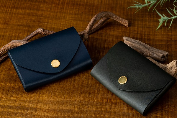 お札やカード、名刺入れに!アメリカの伝統を受け継ぐ「ミニマルなスナップポーチ」が日本上陸