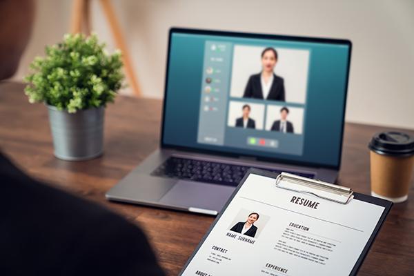 オンライン面接で、人事担当者は何を見ている?人事担当が語るチェックポイントインタビューが公開中