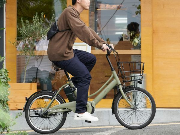 通勤や休日の余暇に!都心の暮らしで使いやすい、電動アシスト自転車「エナシスコンパクト」発売へ