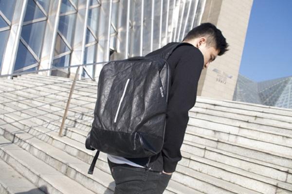 出張や通勤にぴったり!軽くて強い「紙バッグ」が進化、収納スペースを細分化しより便利に