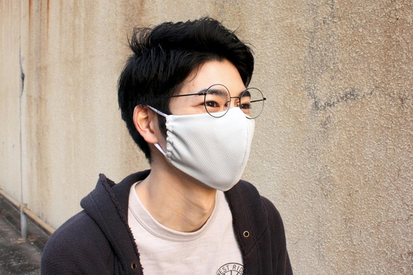 マスクの悩みを解決!神戸の靴工房から、眼鏡が曇らない「ハナピタマスク」が登場
