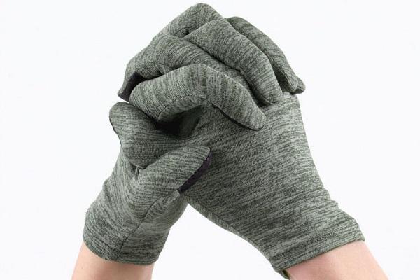 換気中も暖かく仕事!着用したまま、タイピングなど細かい作業ができる「屋内作業用手袋」登場、タッチパネル対応