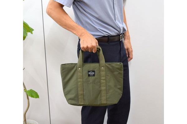 春からのお弁当生活に!シンプルで男性も使いやすい「保冷ランチバッグ」登場、A4の書類も入る大型ポケット付き