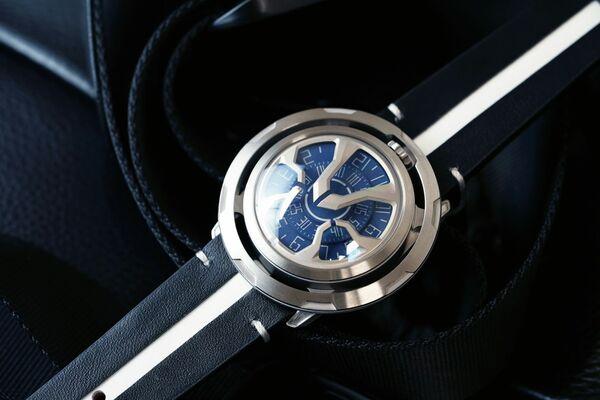 着けているだけで話題になる!カッコいい未来的な機械式時計「AISION」予約販売受付中