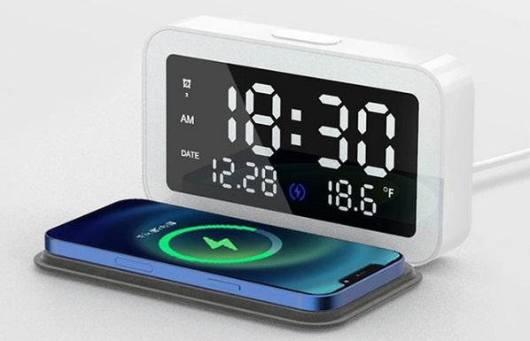 早起きに慣れない新社会人へ…ワイヤレス充電機能付きのデジタルアラーム時計、発売中!