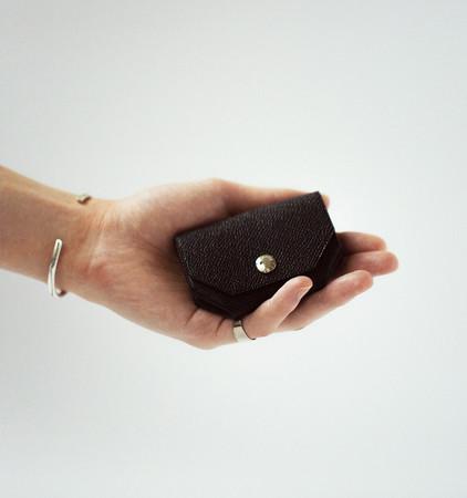 ミニマリストは見逃さないで!新ブランド「MAROS」より、職人技術から生まれた薄型革財布が登場