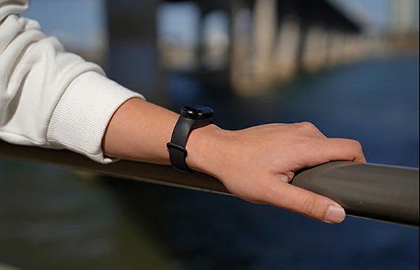 手指の消毒をカッコよく、スマートに!腕時計型の「アルコールスプレーバンド」が新登場