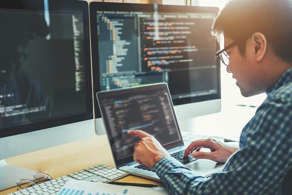 現役のエンジニア集団から学べる!超実践型プログラミングスクール「ディラボ」クラファン実施中