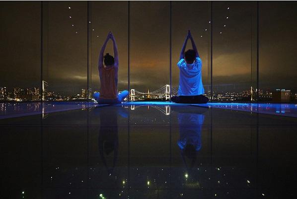活力をチャージ!ヒルトン東京お台場、ウェルネスプログラム『TOKYO Panoramic YOGA』開催へ