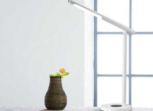 LEDランプ・フラッシュライト・充電機の3Way!テレワーカーに嬉しい「多機能ライト」クラファンに登場