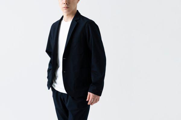 衣類の手入れに時間をかけたくないあなたへ、ケアが簡単なジャケット「2B Chino Jacket」新発売