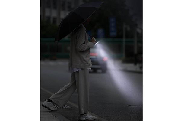 こういうのが欲しかった!暗い雨の夜道に便利な「LEDライト付き折り畳み傘」登場