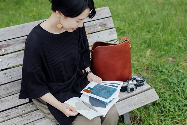 """「納得を積み重ねた上での選択をしたい」土屋鞄の若手デザイナーに学ぶ、""""伝える準備""""の大切さ"""