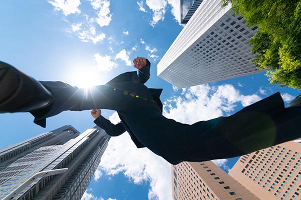 転職で成功する人の特徴は、自己理解・専門性・柔軟性!スキルアップを常に意識しよう|ビズリーチ調べ