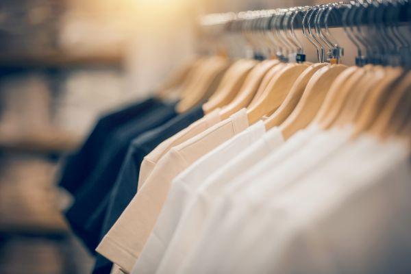 春夏のリモートワークにぴったり!ビジネスカジュアルに最適な「仕事Tシャツ」が発売中