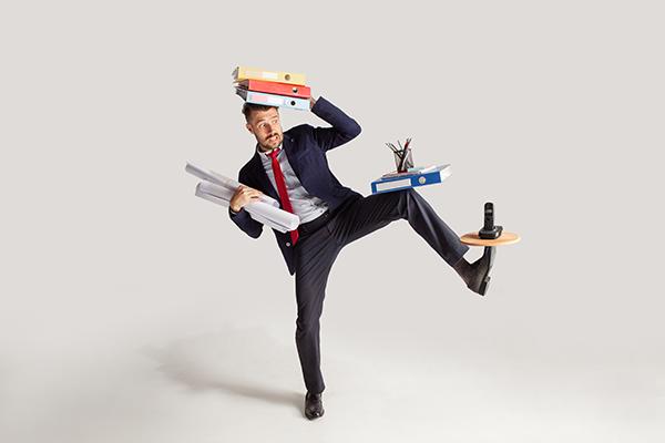 とにかくお手入れが楽なんです!多忙なビジネスパーソンのための『究極の1秒スーツ』Makuakeに登場