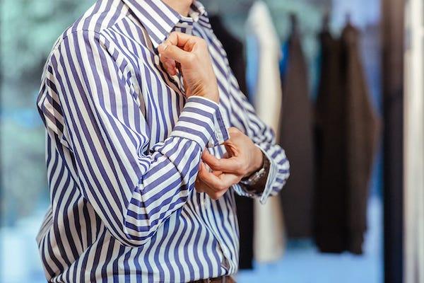 就活で着ていたYシャツ、そろそろアップデートしたい!英国の雰囲気漂うオフィサーシャツ「プリマス」リリース
