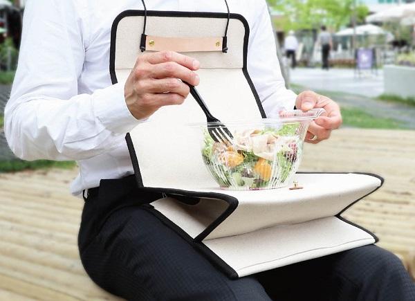 屋外ランチもこれで安心!ひざ上テーブルに変身する「お弁当トートバッグ」登場