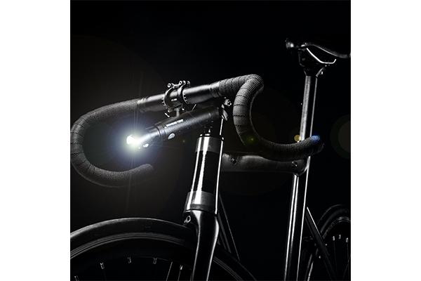 すれ違う車両へのマナーも忘れない!小型軽量自転車用ライト「スリムシェイド」Makuakeに登場