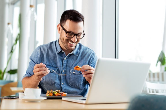 在宅勤務のお昼、どうしてる?「自炊をする」88.7%、さまざまな時短の工夫も判明|アクアクララ調べ