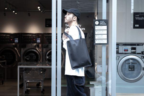 洗濯機で丸洗いできるレザートート、7月9日発売へ!ビジネスシーンでも浮かない上質デザインがカッコいい