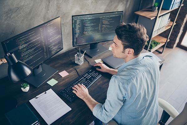 フリーランスってどう?ITエンジニア向け無料ウェビナー「初フリーランス向けキャリアウェビナー」8月26日開催