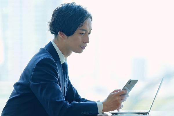 キャリアの悩み、憧れの人に相談してみる?SNSで活躍している相手と話せるビデオ通話アプリ「tomoni」登場